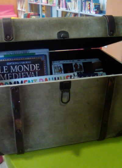 Explorateurs du livre : la malle à fabriquer les livres