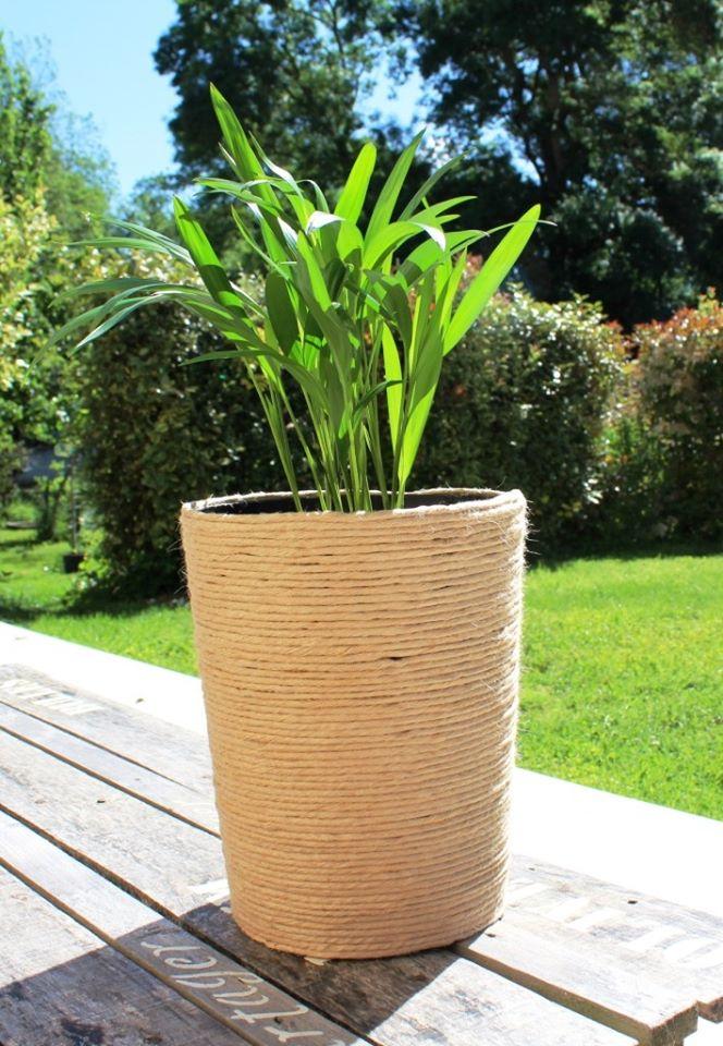On recycle des vieux pots en plastique !